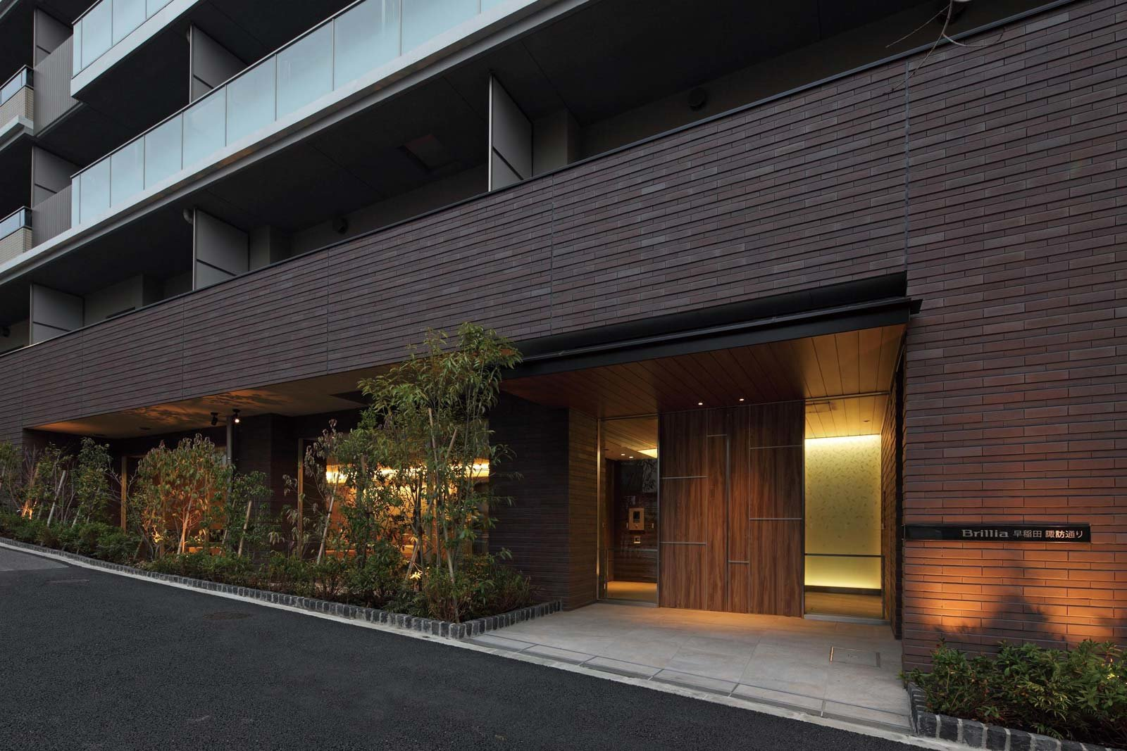 entrance01_wasedasuwadori.jpg
