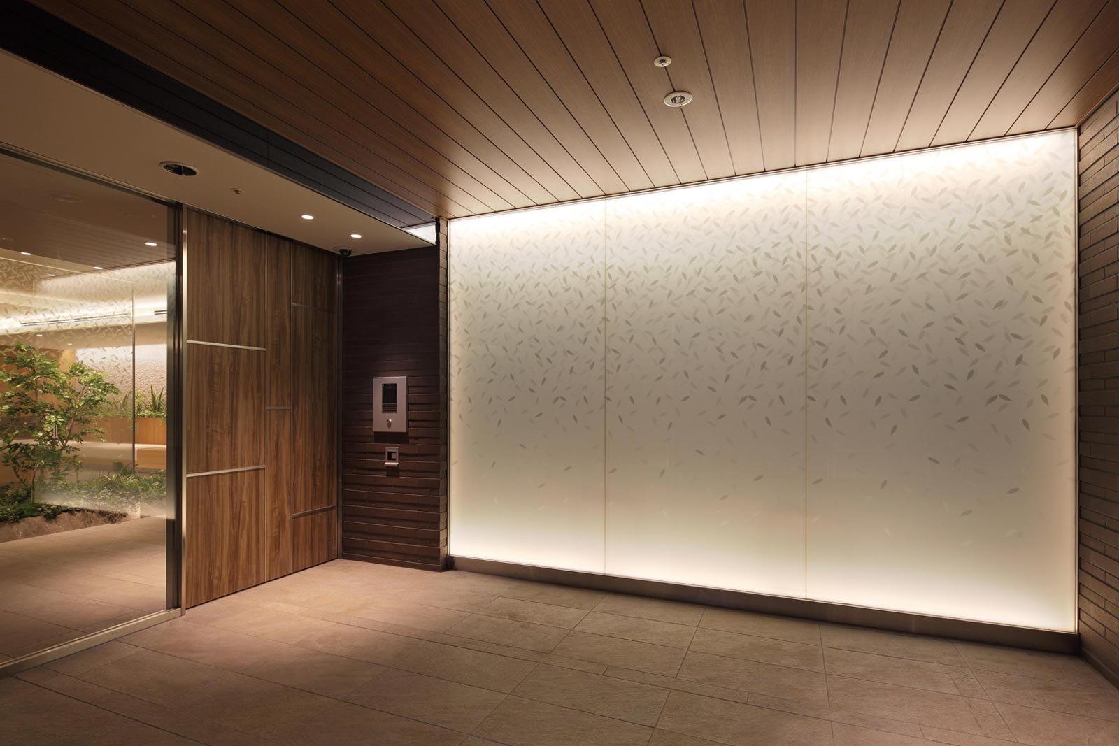 entrance02_wasedasuwadori.jpg