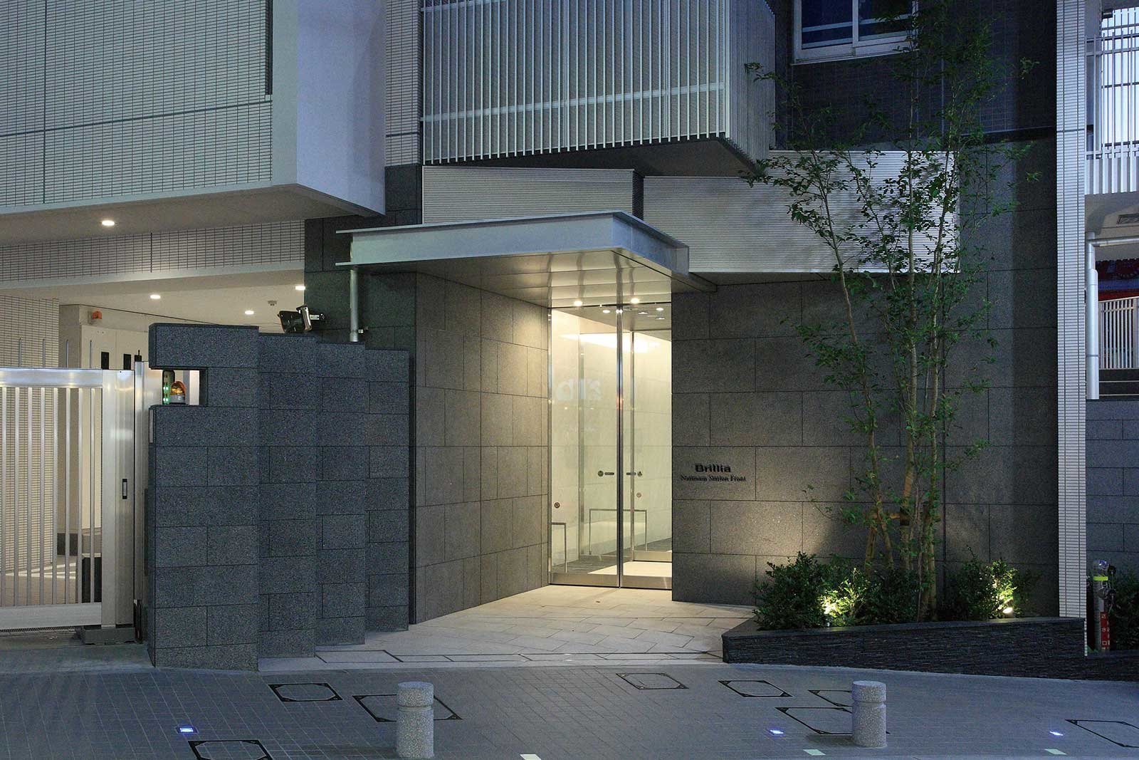 entrance_narimasu-stationfront.jpg